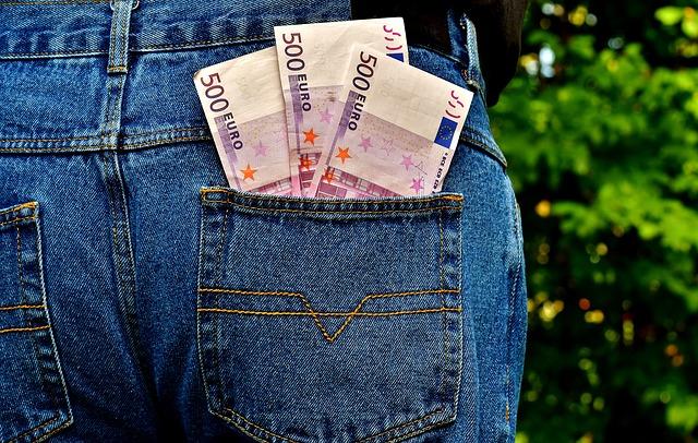 peníze v džínách